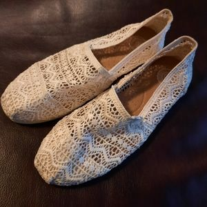 NWOT lace cream flats with arch cushion